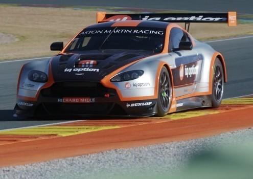 Broker IQOption sponsort Motorsport